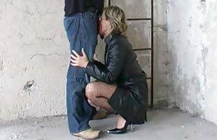Sexy Milf Simone Gaya mengambil pantatnya membentang oleh ayam sex son japan muda
