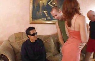 Pijat dengan minyak ditutupi Payudara besar pukulan terapis masseur xxx prno jepang