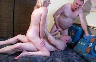 Seorang gadis cantik di jepang cantik porn topi menghisap penis saat difilmkan