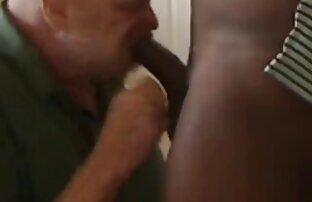 Si pirang Ibu mertua membungkuk porn jepang video untuk kemaluannya yang seksi.
